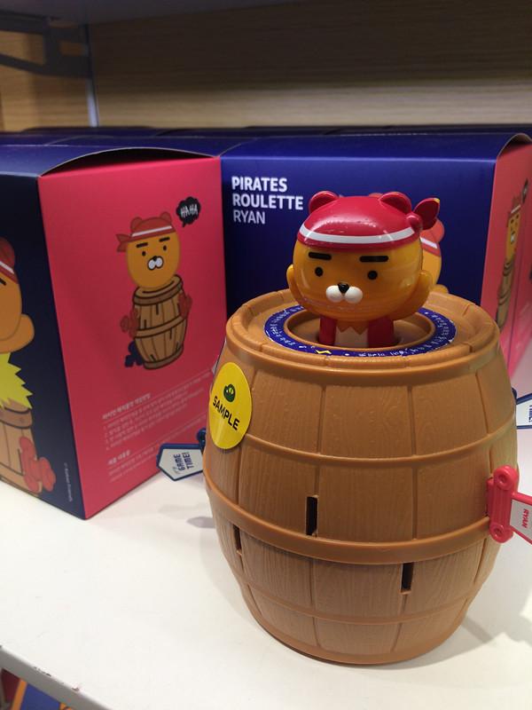 天呀~果然每次去KAKAO FRIENDS Store,都一定抱走超多商品,偷偷的告訴你們,最新出品的Ryan 木桶大叔玩具我也買了。