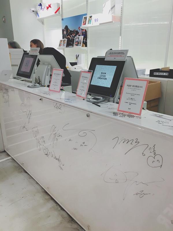 這裡還有一些SM旗下藝人的簽名呢~