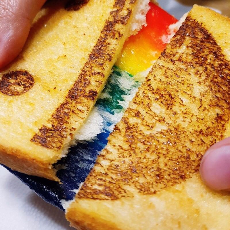 再來看這令人吃驚的彩虹起司切面...即使吃完會變胖也不管啦!