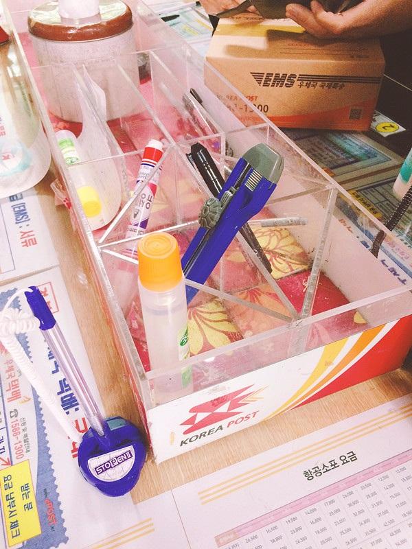 放好物品後呢,就要拿膠紙封箱囉!基本的用具都有提供。