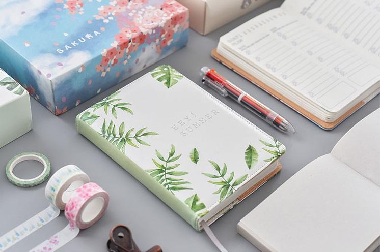 #手帳本 應該很多女孩都喜歡寫手帳吧?把大大小小的事情都寫進去,配上一些設計和紙膠帶,做成一本獨一無二的手帳本,別人看到絕對會覺得你超強啊!