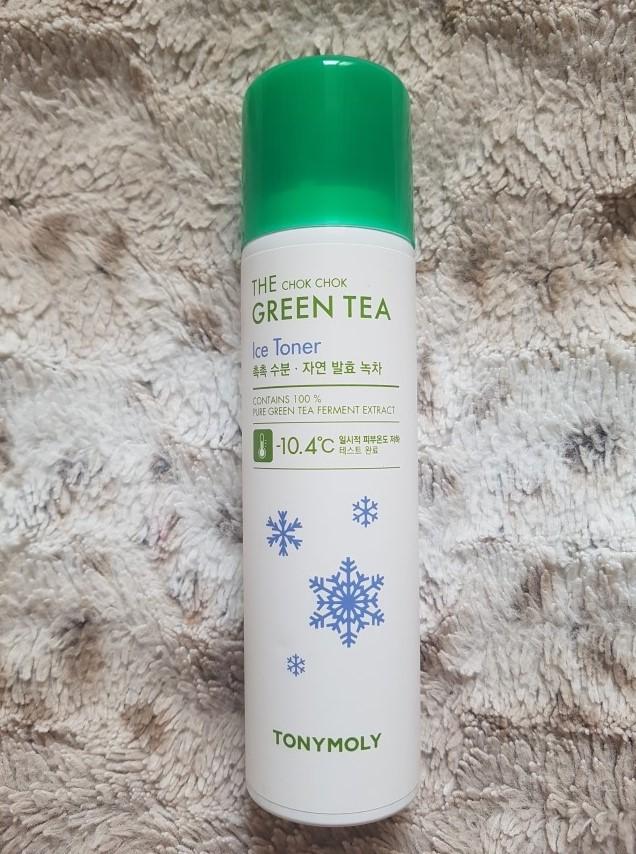 【TONY MOLY】綠茶冰涼舒緩噴霧 這款特殊的地方是,噴出來是半固體的冰塊質地,可以幫皮膚按摩~降溫舒緩、同時能幫皮膚補水,讓肌膚變得更清爽,化妝水後、吹完頭髮後、上妝前、毛孔粗大時都可以使用唷!