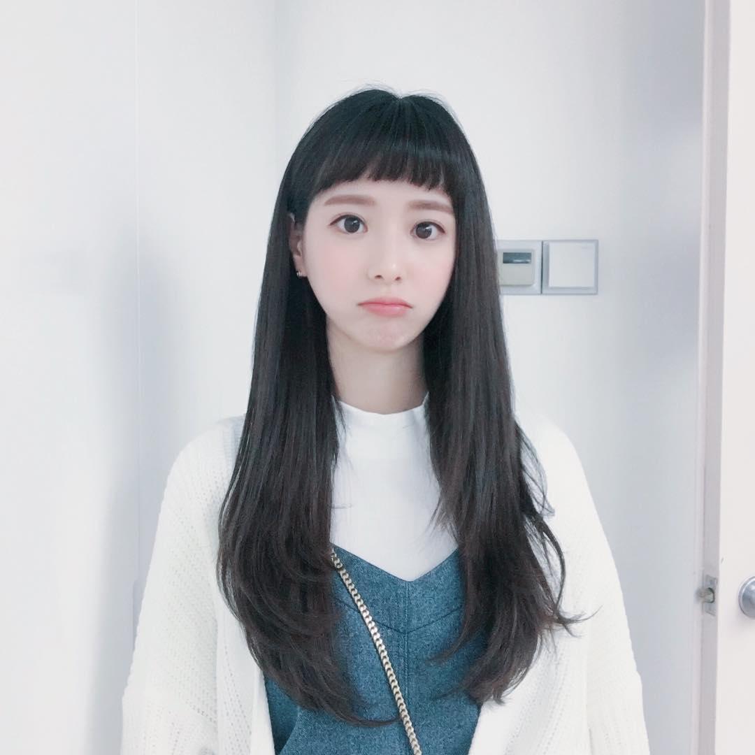 其中除了主要角色之外最受矚目的應該是咖啡店女店員了吧,隨著《當你沉睡時》的播出這位女店員也成了大家肉蒐的對象,想不到網友找出這名咖啡店女店員的真實身分時,竟被她的真實年紀給嚇了一大跳,外表相當童顏的金多藝竟是1990年出生的,今年也已28歲了(韓國年紀)將邁入29歲!!!