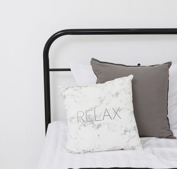 另外一定要收的還有這個!超美的大理石抱枕,這絕對是能夠布置房間的最好單品喔!