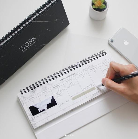 這款桌曆是小編看到就堅持一定要把它買下來的,簡約的配色光是放在桌上就覺得好療癒啊~
