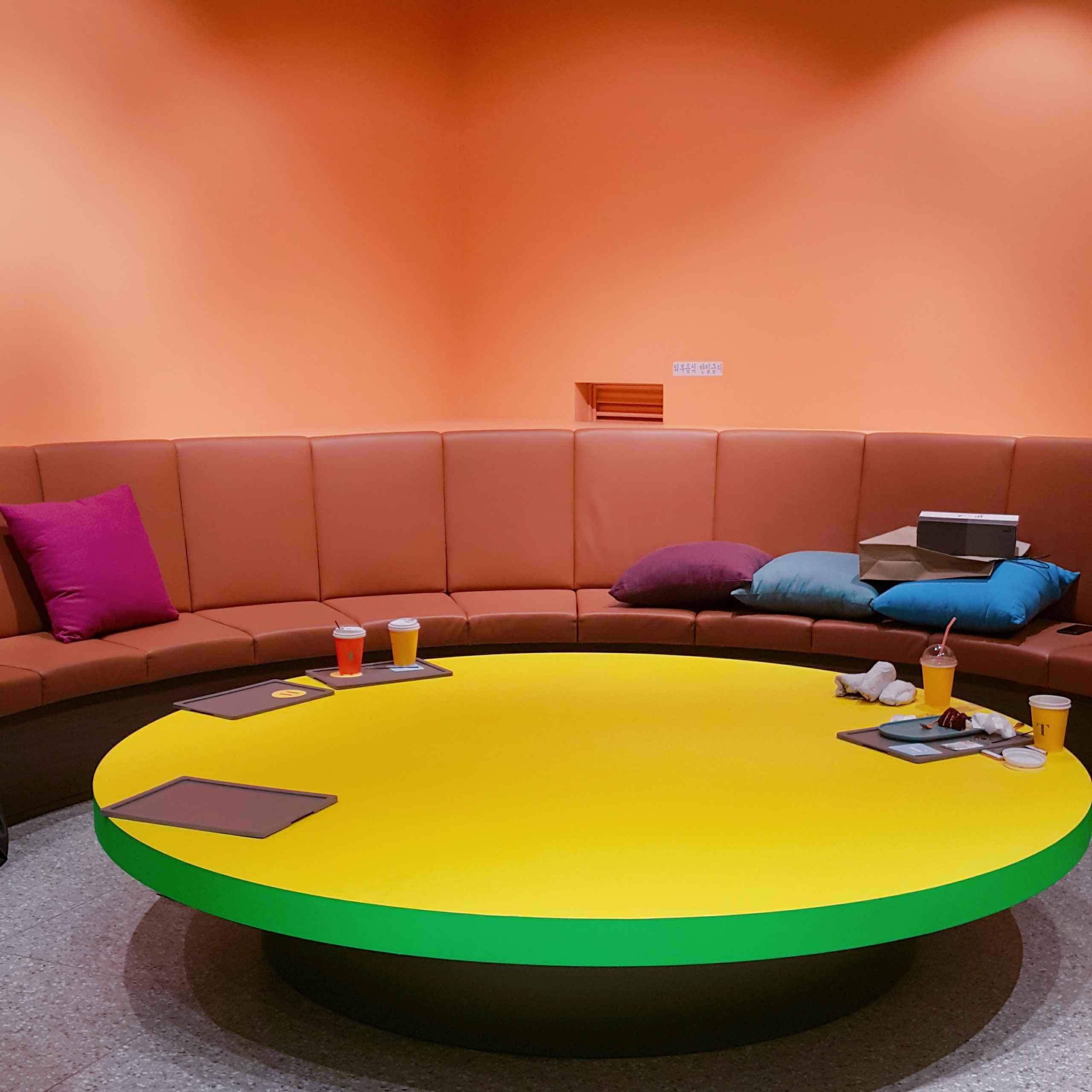 還有一張超級大圓桌!一班同學一起去也是非常OK的!