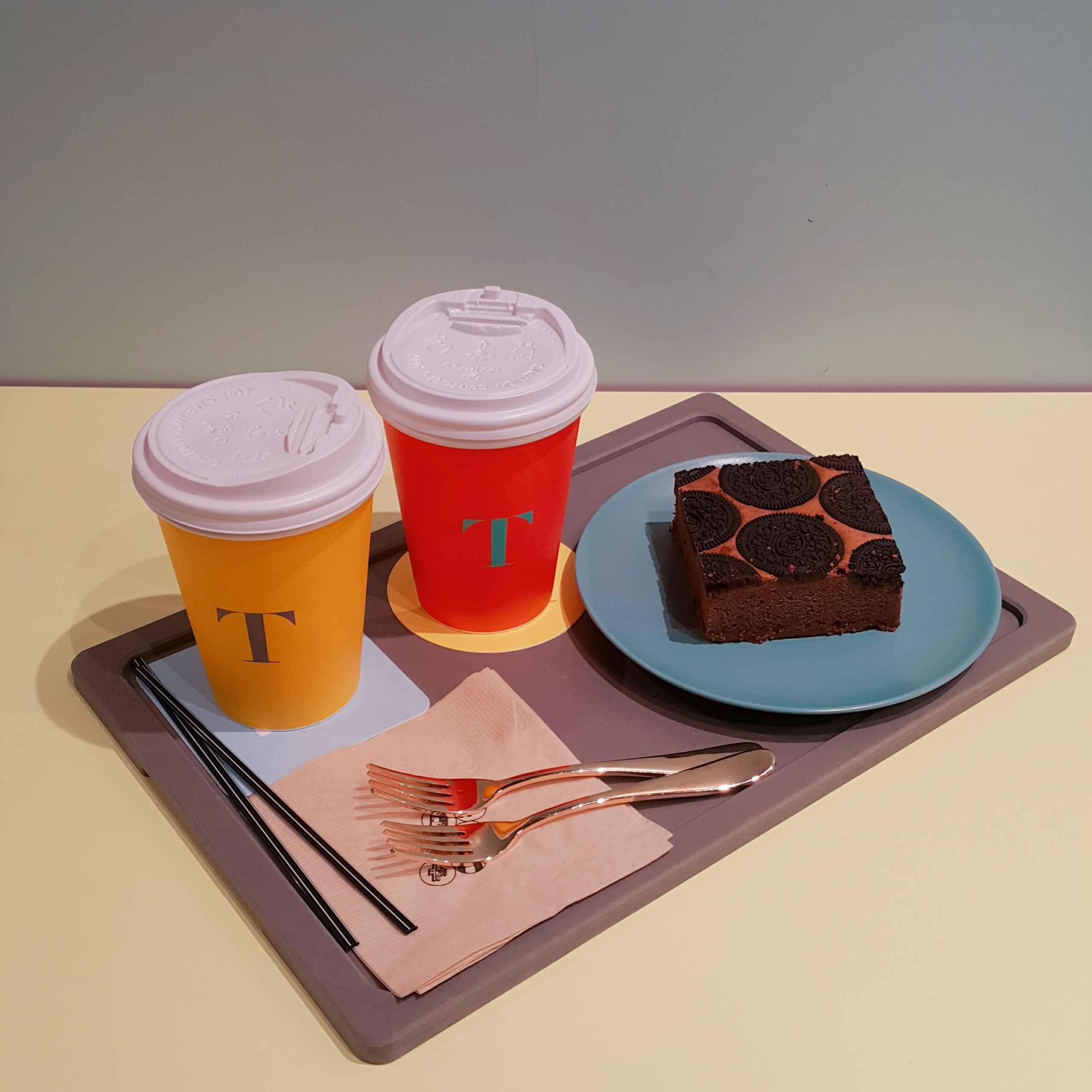 咖啡廳當然不能不提他的咖啡和食物!餐具的配色也是超級有心的,味道也很有水準~