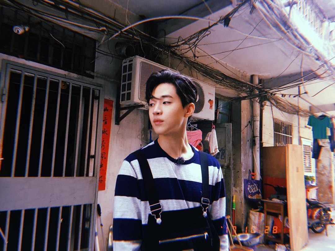 Henry→1도 모르겠다(一點也不知道) Henry在出演真人實境秀《真正的男人》所創造出來的「流行語 」,1在韓語中有하나.일兩種讀法,韓語中表示完全不知道是'하나도 모르다' 而Henry用1代替了하나(笑XD)
