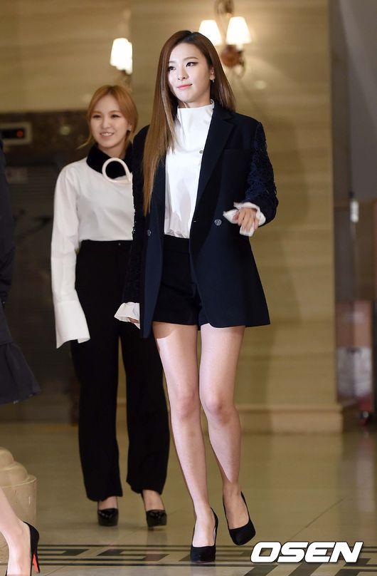 先前曾有報導說瑟琪腿長跟身體長比是7:3…雖然不知道是隨便說說,還是真的有向本人求證過,但光是看照片瑟琪的腿,的確會誤以為瑟琪的身高有破170公分的氣勢XDDDD