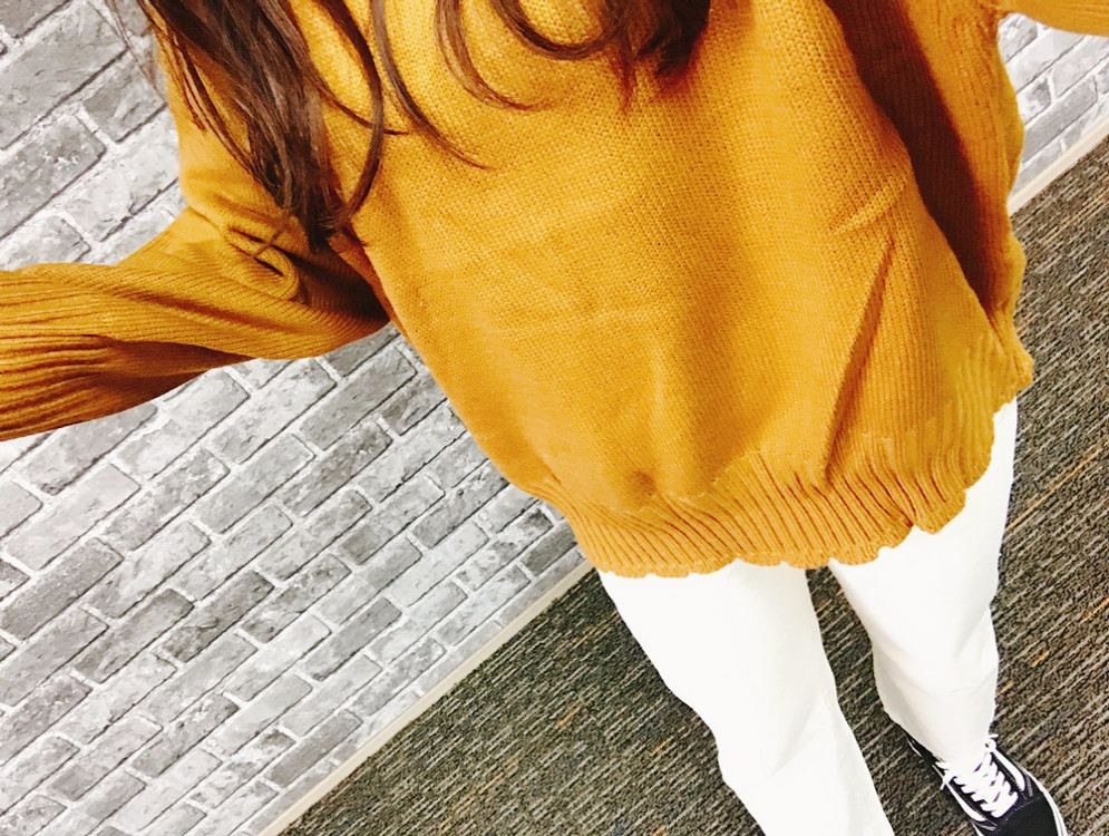 另外這件是J編購買的毛衣,顏色怎麼拍都拍不對TT但是穿起來很舒服,甚至有超額的價值呢!