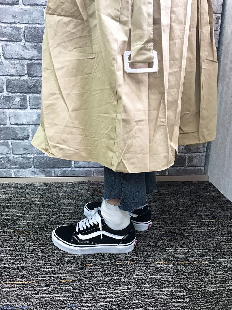 但是歐膩就是想要一件長板風衣啊~小個子真的超難挑長板的單品,這款大概在小腿下方的位置,歐膩應該會再去把它改短一點點喔!