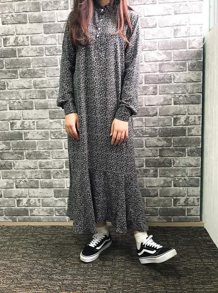 這件長板碎花洋裝則是歐膩和T小編都有帶的的一件,質感之好~不會透,而且穿起來很舒服,歐膩穿起來雖然有點長但是還能接受,滿好看的啊~