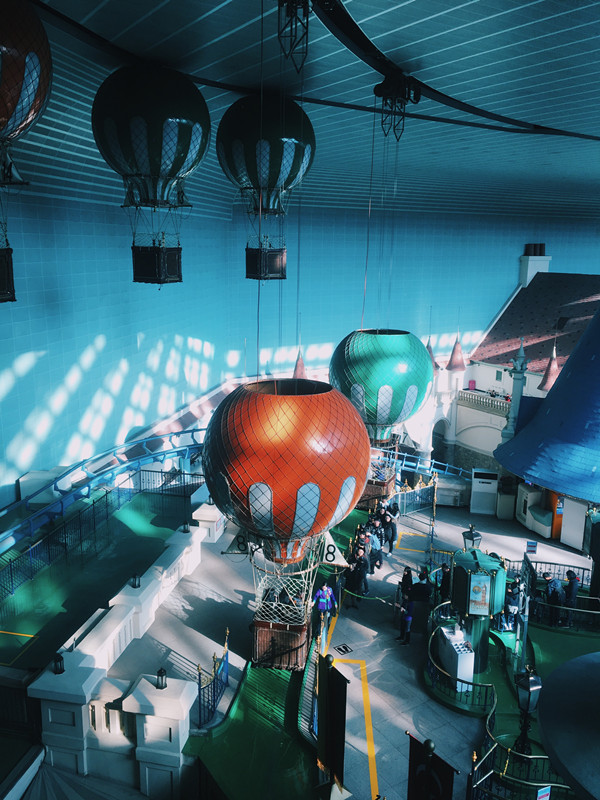 另外在室內很推薦搭乘這個設施-熱氣球,可以搭乘這個升上最高空,遊覽樂天世界一圈,然後拍下很多照片喔!