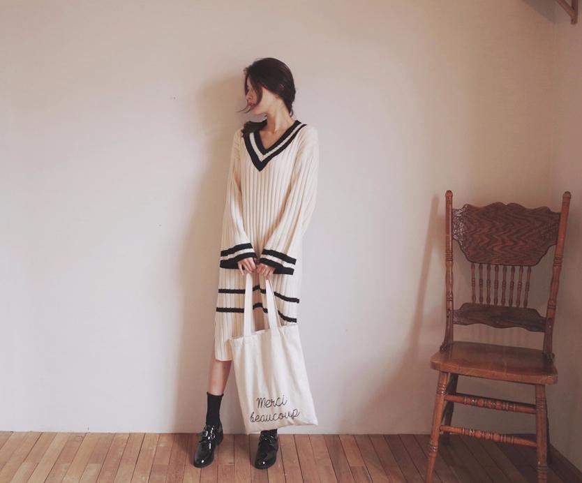 #長洋裝 韓妞們很愛的冬季裙裝單品當然少不了洋裝,單穿時不用思考搭配就能輕鬆出門,多層次穿搭時也能成為很好的角色。