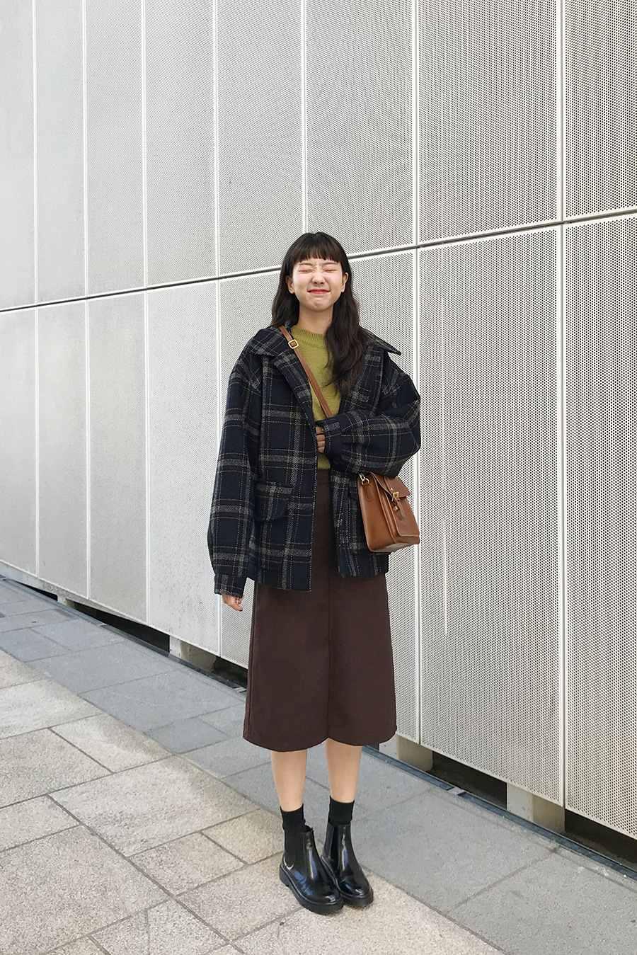 以上就是韓妞們的秋冬裙裝穿搭攻略,其實裡面的單品大家也可以互相變換搭配試試看,希望今年秋冬大家都能像韓妞一樣穿著美美的裙裝,自信的走在街頭啦~