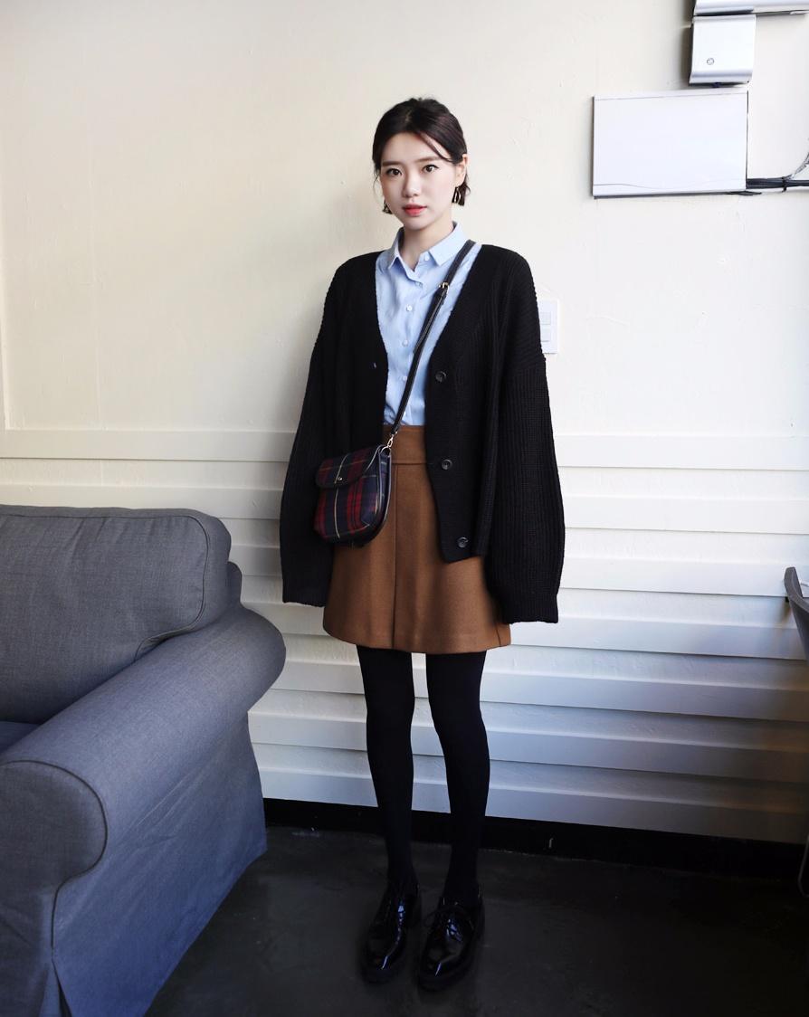 #短裙 最後是冬天穿感覺很冷的短裙,但是還是出了超多冬天才穿的了又很美的款式XD其實短裙還是最能穿出好比例的,所以韓妞們在寒冷的冬天也都還是會不怕冷的穿出門XD