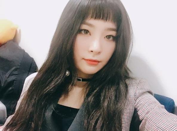 △Red Velvet-Seul-gi 眼妝以眼線和睫毛為重的Seul-gi,也因為不是雙眼皮的關係,所以必須要花費更多的時間在眼妝上,才能帶出眼神的深邃度。