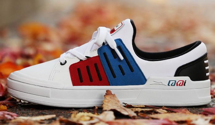 這雙鞋子是美國牌子lakai 在韓國上市的紀念款 賣出的收入一部分會支援於獨島