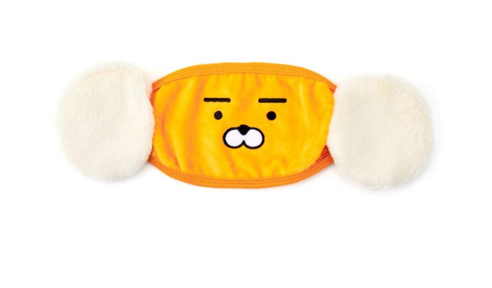 而因為Kakao Friends如此受喜愛,Kakao也趁勢推出了許多產品,結果當然是大受歡迎了啊! 而其中也有許多產品相當有巧思,像是這個加上耳罩的Ryan眼罩,讓你睡覺的時候,耳朵也不會受涼,看起來相當舒適!
