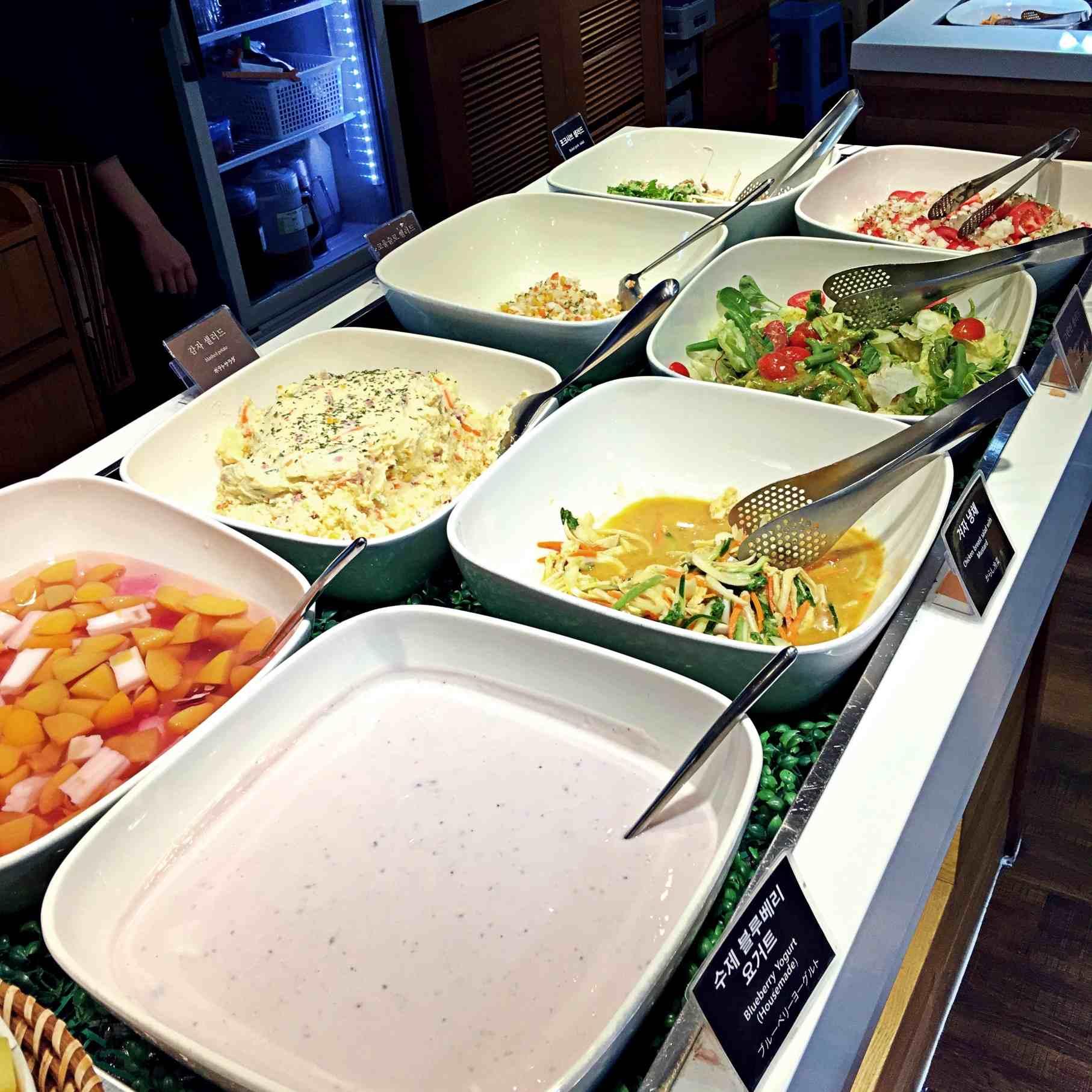 他們的前菜沙拉非常有誠意,除了種類多之外,雞肉沙拉裡面的雞肉放好多!真的很少看到願意在生菜沙拉就放有大量肉的店家啊!