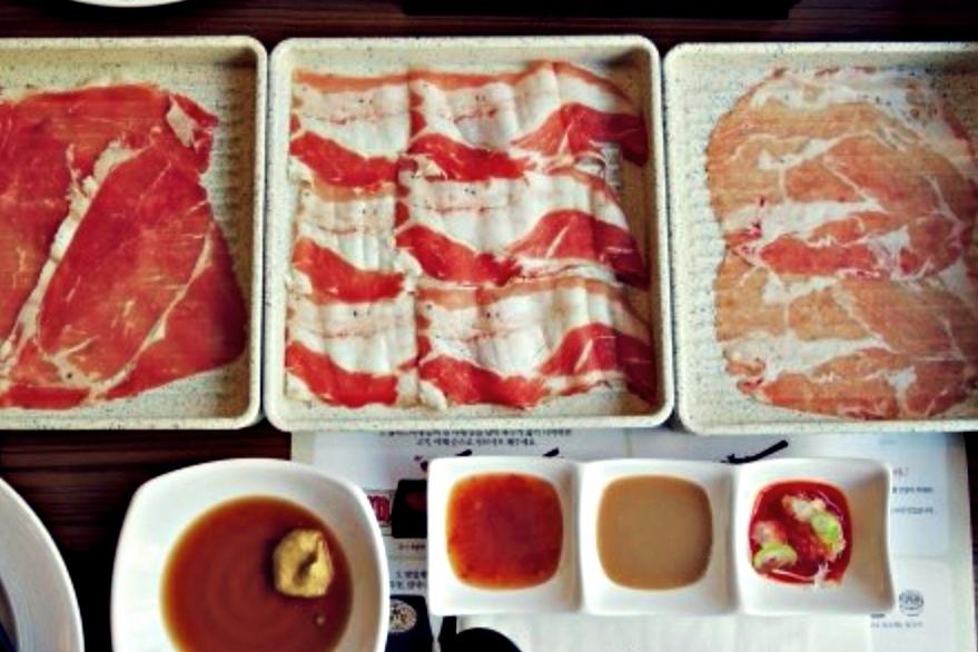 肉類會有3種選擇,每種都可以無限一直一直一直續,肉食派小編吃的嘴角來不及上揚。
