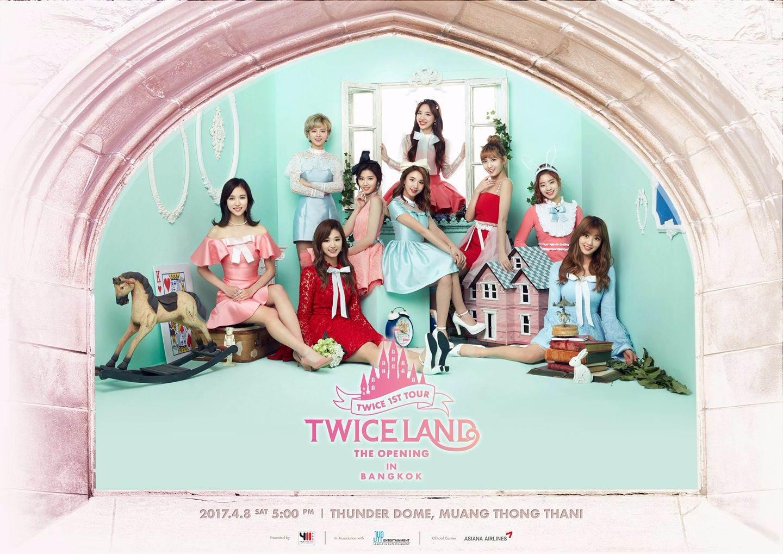 而韓國目前最大勢的女團TWICE! 第一次單獨演唱會的宣傳照也是超漂亮的,參加演唱會的同時好像也是與9位公主見面的感覺啊~