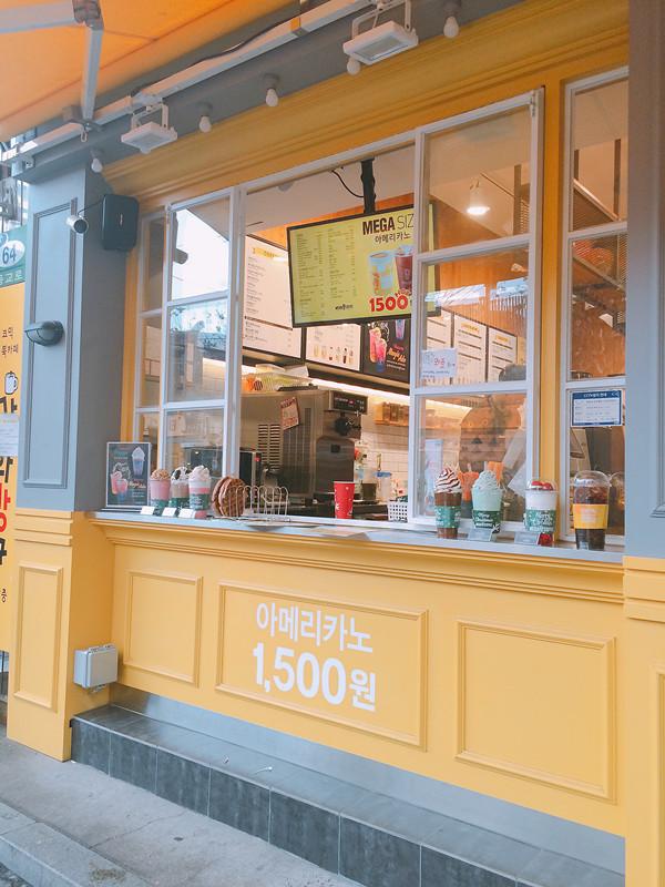 如果Cafe已經滿座的話,也可於門口點餐,可以避開Cafe 內的人群。