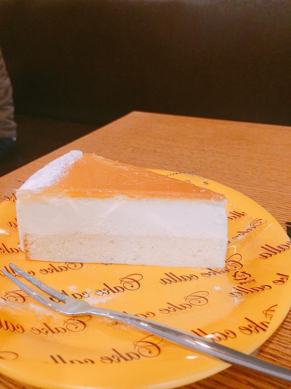 貪吃的小編最後也抵受不了甜點的誘惑,還點了一份cheese cake,只要2900KRW,也太便宜了吧?