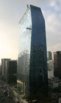 #第3名 韓國最大電信公司 SKT . *平均年薪 280萬 韓國女性求職者的喜愛企業之一