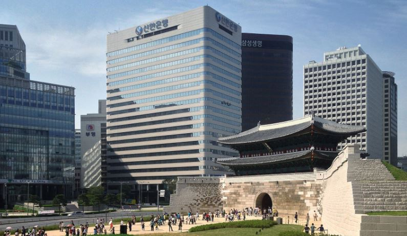 #第10名 新韓銀行 *平均年薪 230萬 韓國歷史上第一家民間銀行