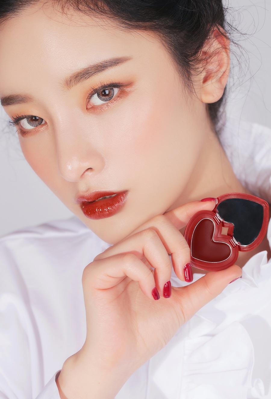 #BRICK RED 超級顯白的血紅色是僞少女最想要的啊~水潤的感覺還有顏色都實在太美了!