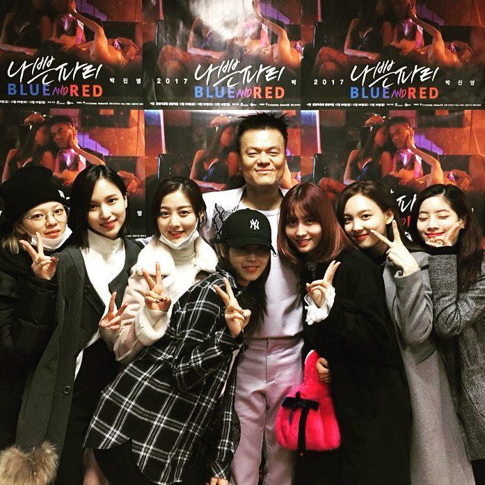 面對粉絲的疑惑經紀公司JYP也終於回應了,其實工作人員有發現兩人失誤的地方,只是刻意把這部分保留下來了,因為是成員在拍攝MV的過程中散發出來的自然魅力...
