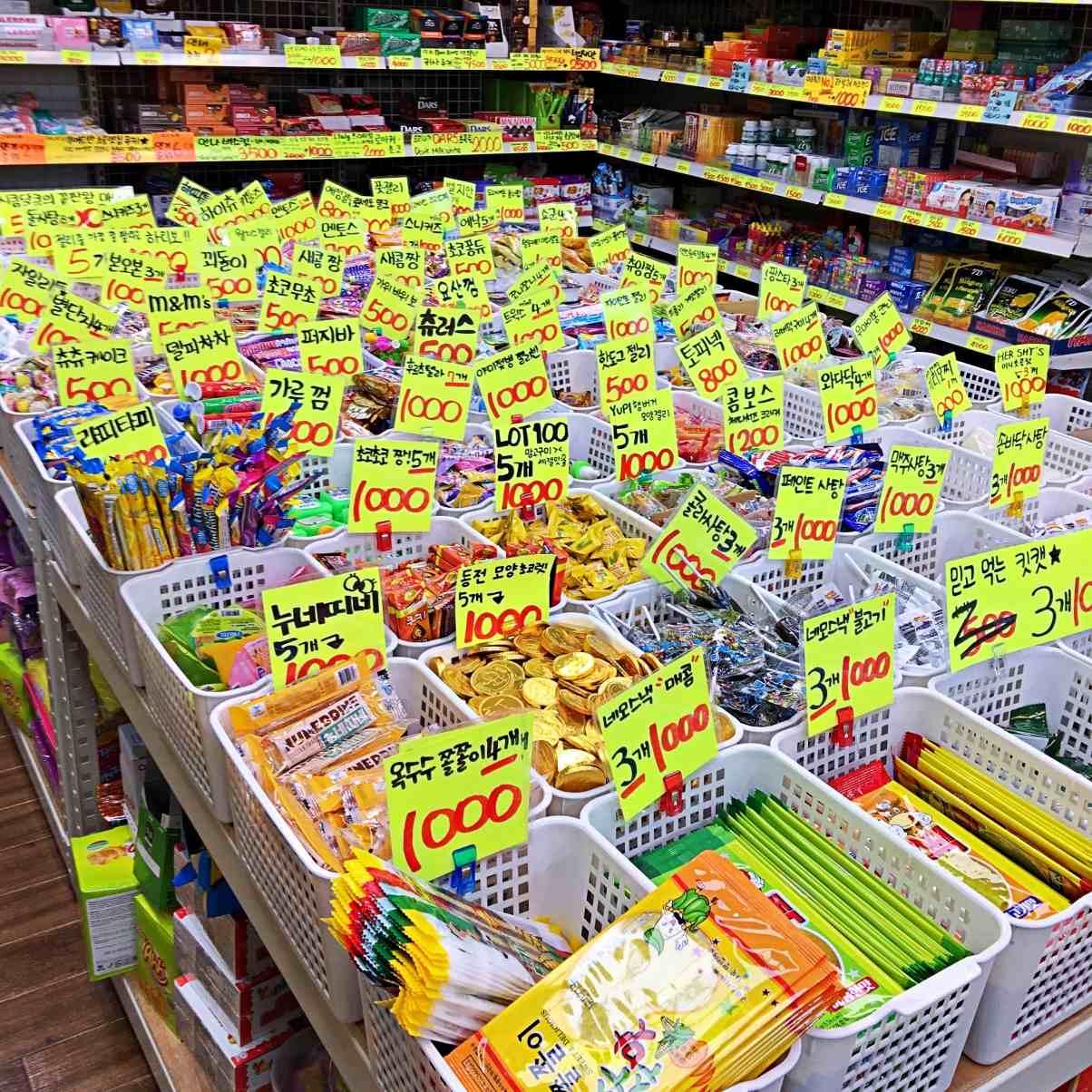 店內還擺了超過30種的小糖果小餅乾,對於每個都想吃看看,每個都只想吃一點點的零食選擇困難症患者是一大福音!
