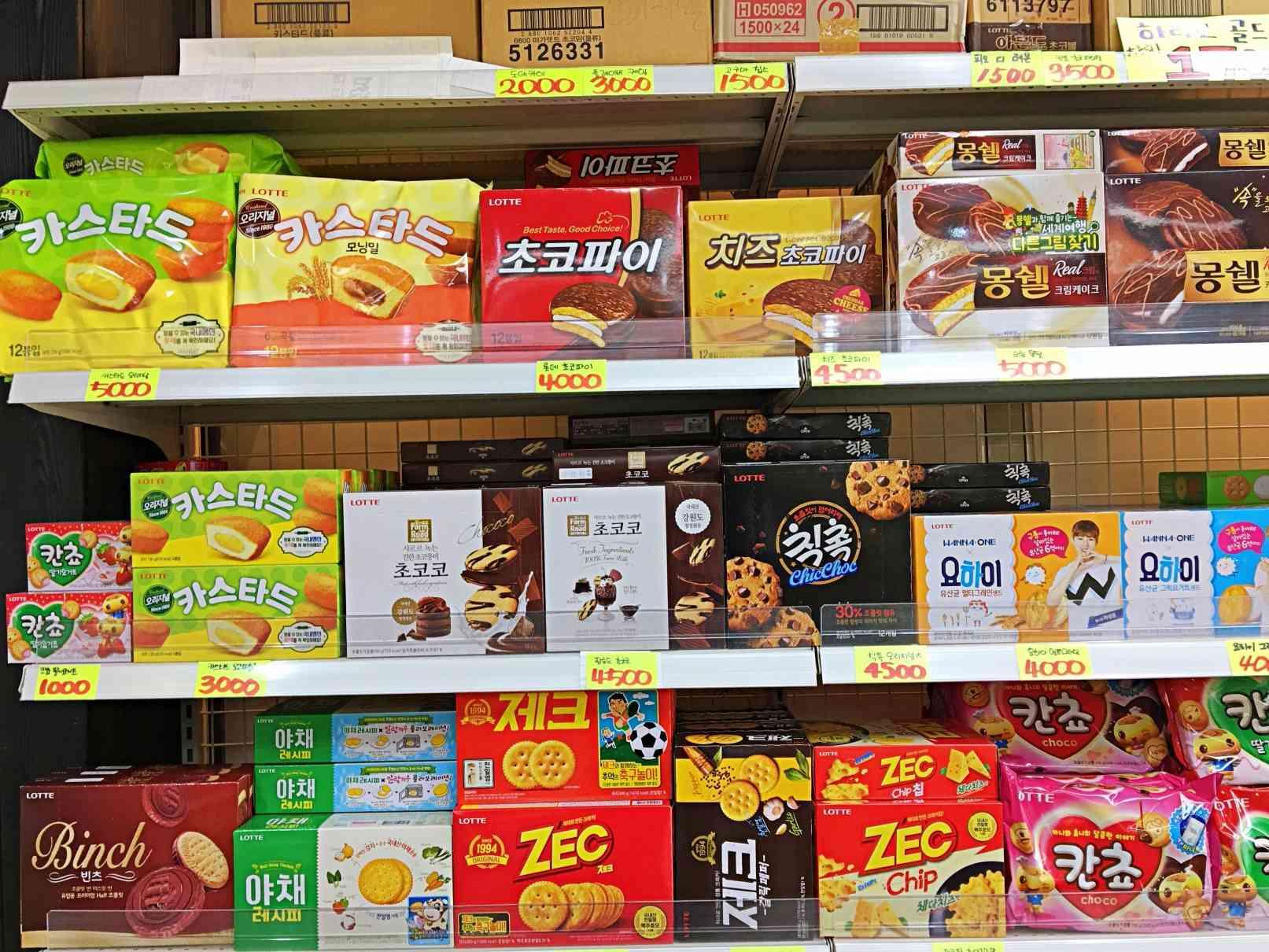 各種巧克力派、蛋黃派、曲奇餅乾等也都有。