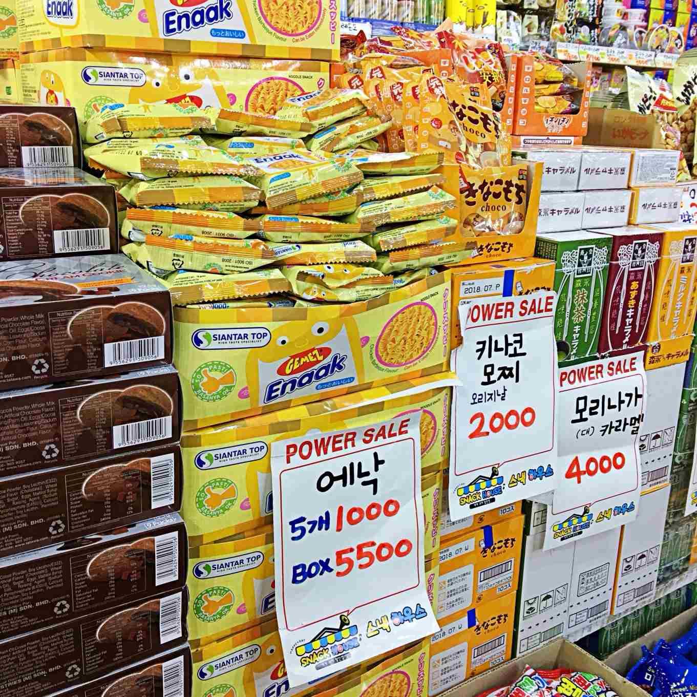 連超多人買的零食碎麵也有,還貼心的有單賣。只想試試看口味的來這邊單買小包裝,好吃再來掃貨買一整盒的回家!