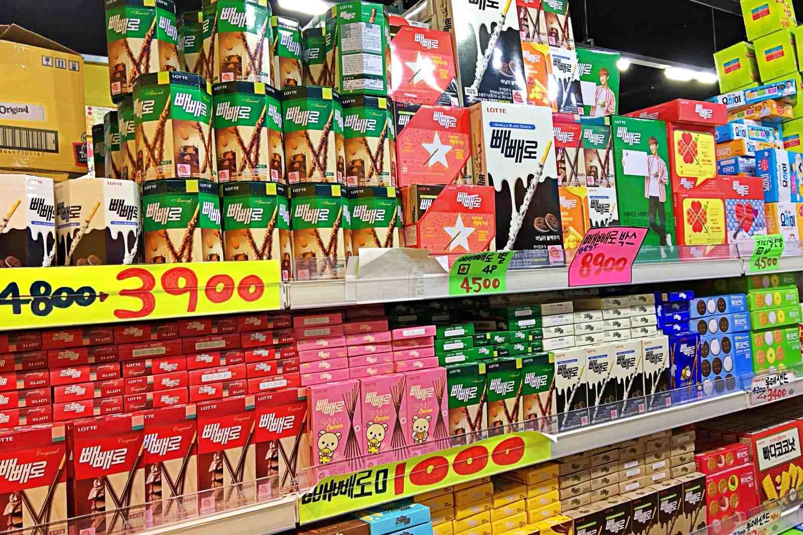 還有一整面牆的巧可力棒,就算不是有錢人也可以在這邊單包裝每個口味都買。