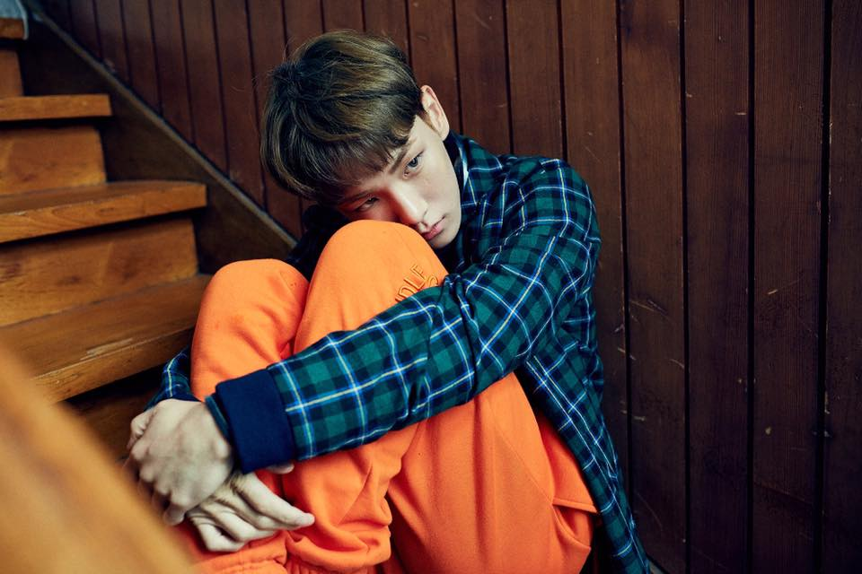 但這次遺憾不會再重演了! 據韓國媒體報導,Key昨日已接獲鐘鉉的消息,並立刻取消了所有的行程趕回韓國。 在海外接獲到消息的Key一定很難過...這對SHINee的成員們是最沉重且悲傷的日子....