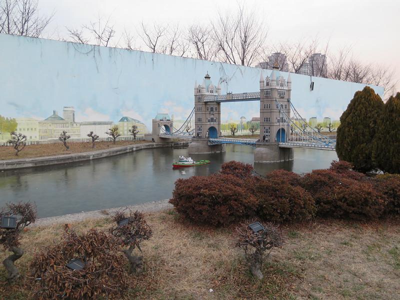 #英國倫敦大橋日間 進去之後第一個園區就是英國區,是倫敦大橋(模型)啊!!
