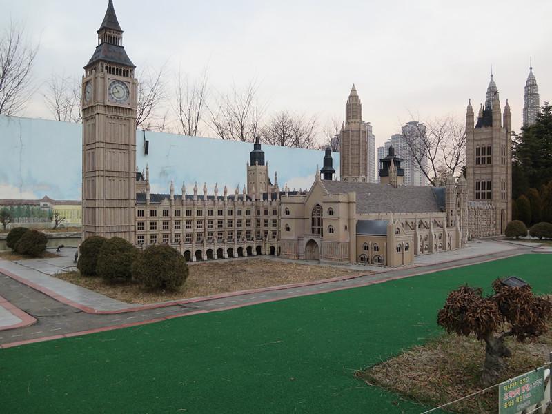 #大笨鐘國會大樓 另外還有國會大樓跟大家都很熟悉的英國大笨鐘~
