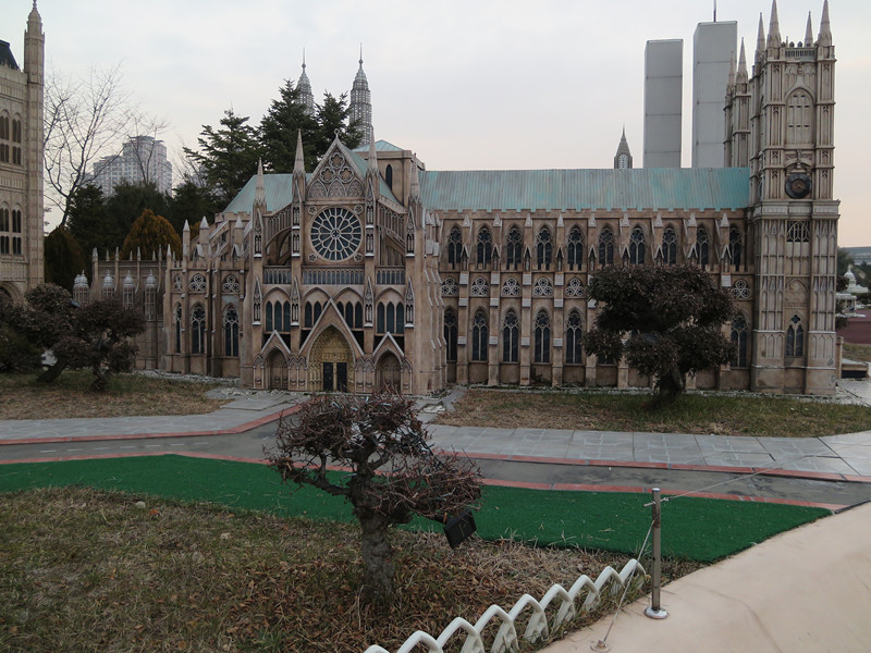 #巴黎聖母院 這是巴黎聖母院,雖然是模型,但是造工一點也不馬虎啊~