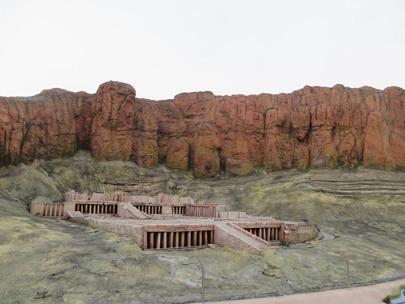 #哈特謝普蘇特 俄羅斯區的建築模型並不多,很快就進入了非洲區,第一個看到的是名為哈特謝普蘇特女王的神像,小編沒有其他特別的意思,但我真的找不到神像在哪裡....