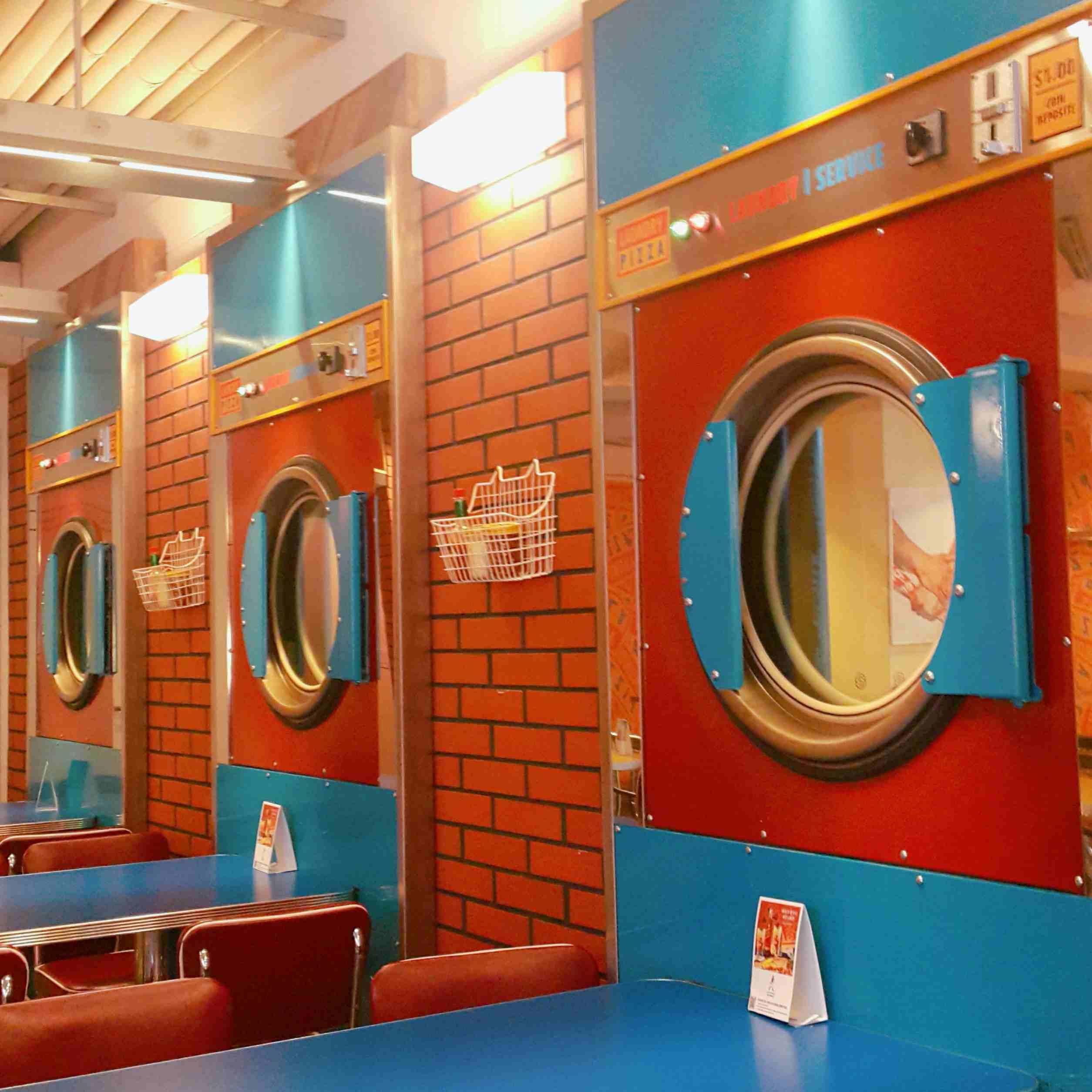 不少人都知道韓國有很多特別適合拍照的店,在江南區的地下就有一家以洗衣房為主題的披薩店