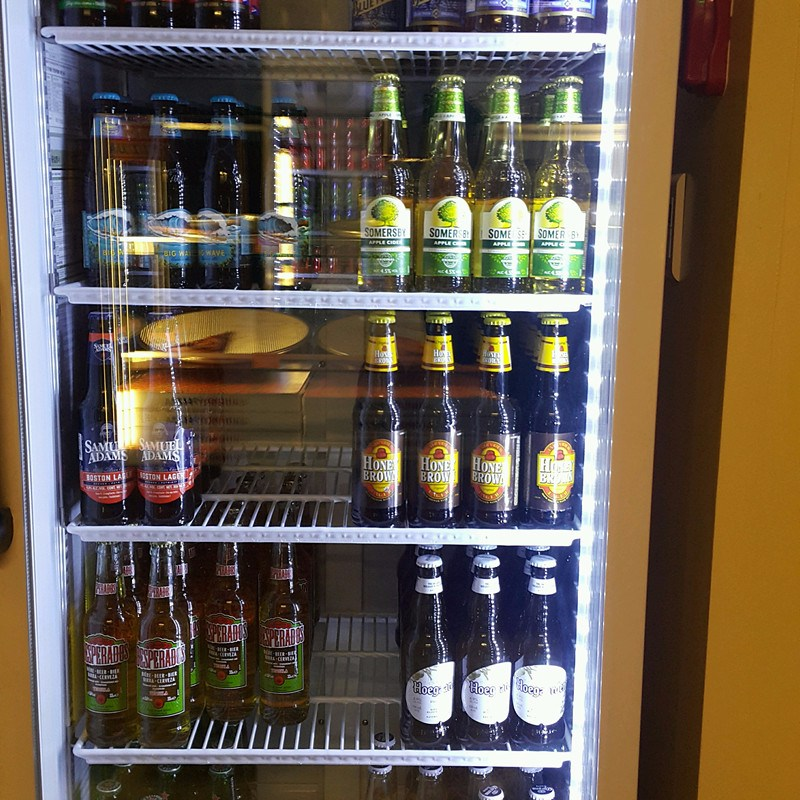 這裏還有多款手工啤酒供選擇呢