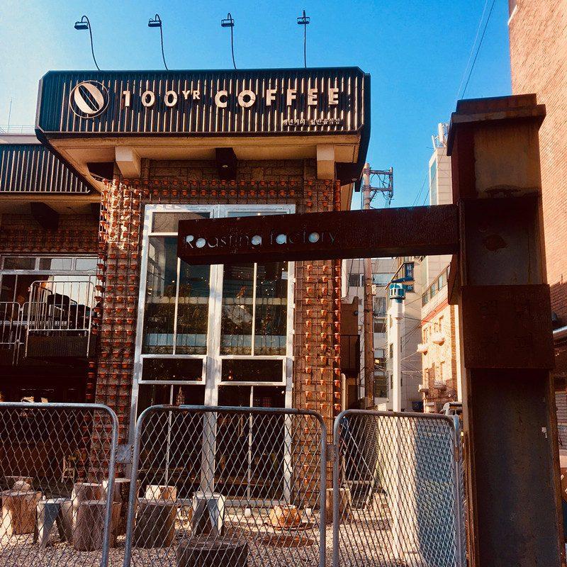 """今天要介紹的咖啡店是位在延南洞的""""백년커피(百年咖啡)""""!"""
