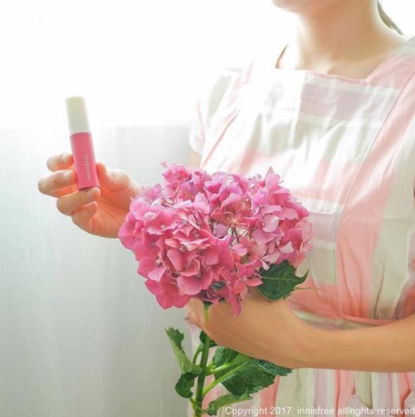 #沒有選對產品 護唇膏其實也有分很多功效,像是主打保濕、滋潤、防曬等產品,如果沒有按照自己的需求挑選,就算擦再多也沒有用啊!