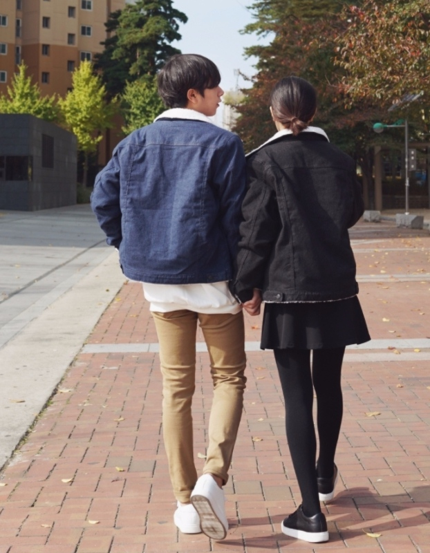 -沒辦法穿高跟鞋 不過如果兩人差不多高,女生穿上高跟鞋就會比男生高了!雖然如果男友不介意的話沒關係,但大部分的時候女生還是會自己識相的穿平底鞋出門XD