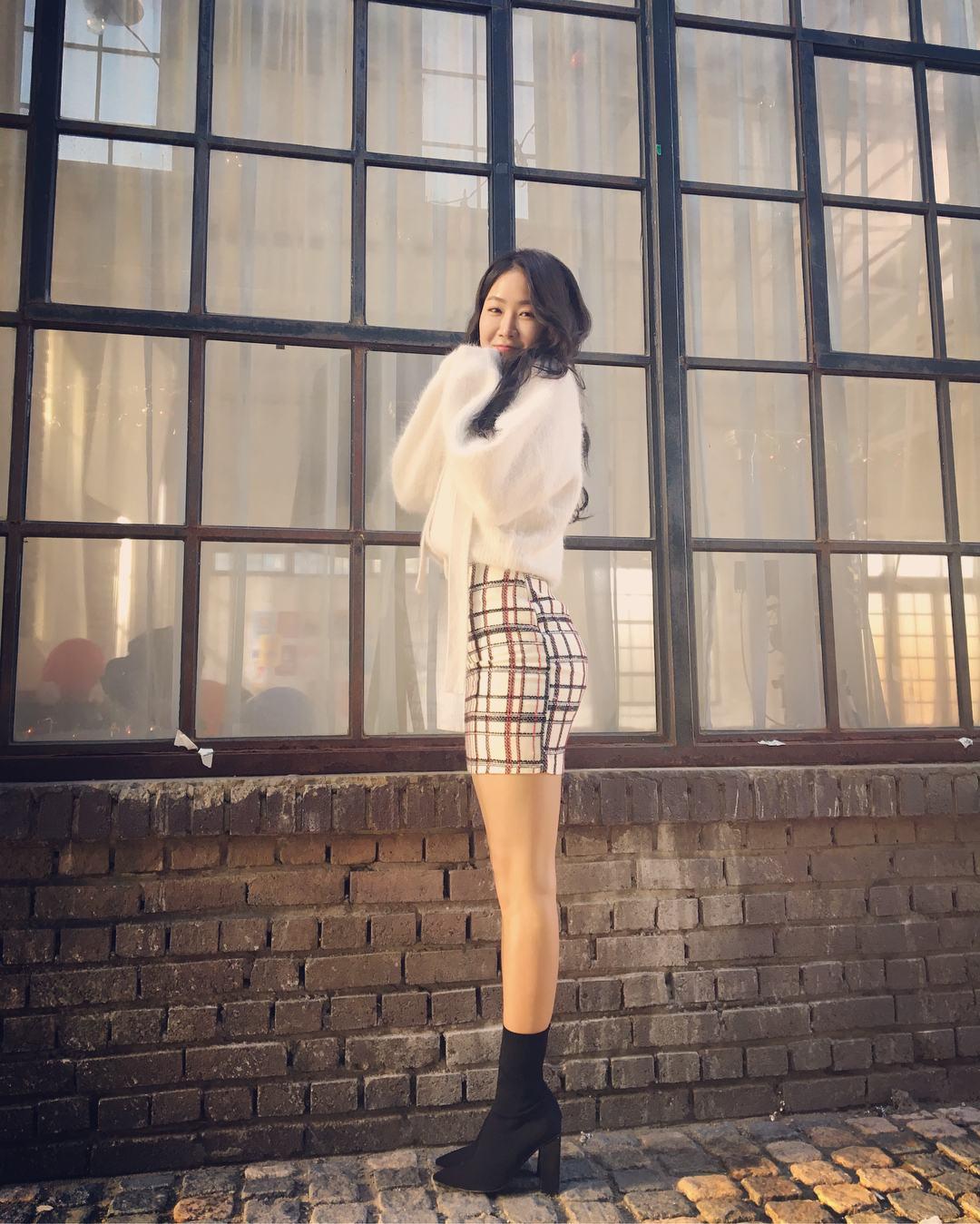 除此之外韶宥還有一雙令人羨慕的大長腿!!! 前凸後翹得好身材難怪讓韓國網友驚呼連連(驚)