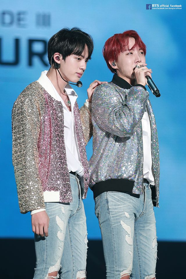 BTS成員們也到世界各地開演唱會,日前也回到韓國首爾舉辦了3天的演唱會<THE WINGS TOUR THE FINAL> ,在最終場時成員們更是哭到無法自己讓粉絲們都相當心疼(哭)