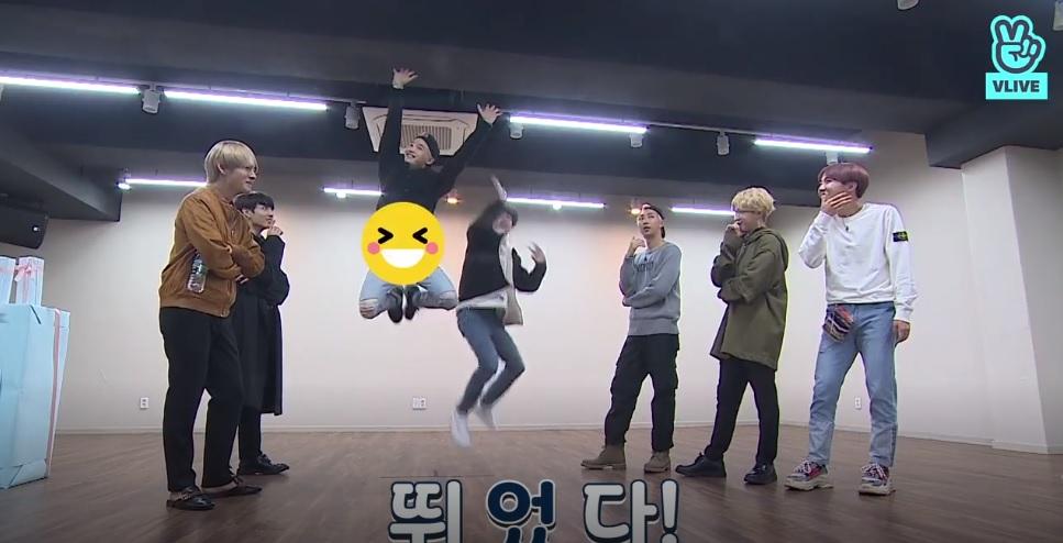 室友Line(SUGA&Jin)因為抓不到跳躍的時間點一直失敗XD 最後一個動作兩人卯足了全勁 究竟是否成功呢?