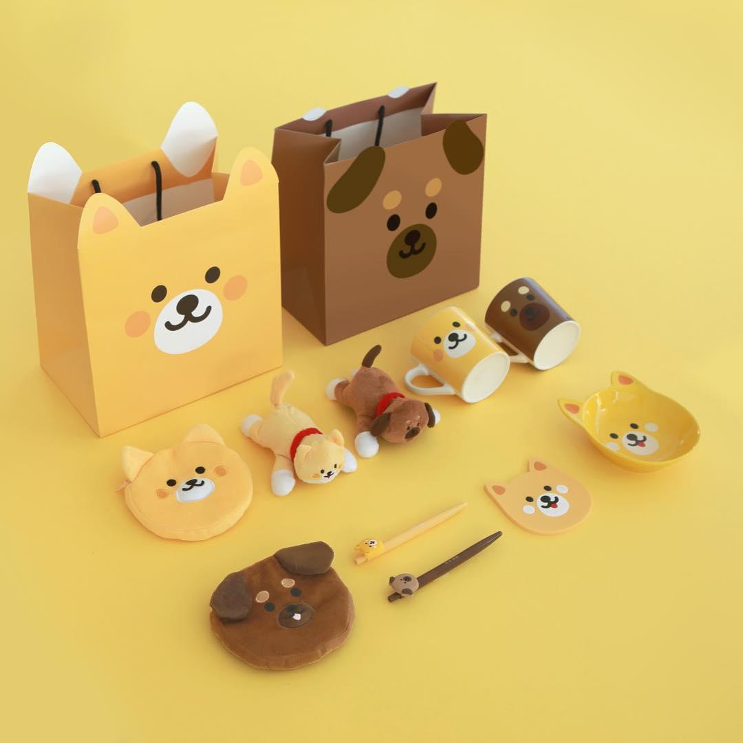 從紙袋、錢包、到狗狗印刷的杯盤,公仔,每一樣都可愛到讓人想抱緊處理啊!